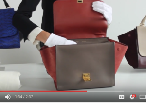 a6423cd15 In this video of the Trapeze bag, you'll see that it has to sit on a table  to be fully opened. Avoid this like the plague!